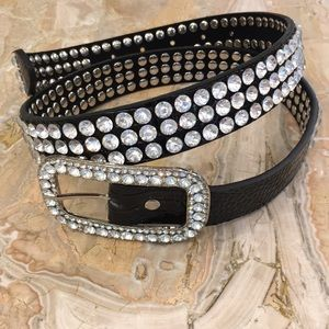 Accessories - NWOT Beautiful rhinestone bling belt